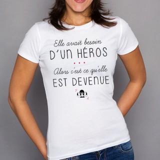 T-shirt Elle avait besoin d'un héros